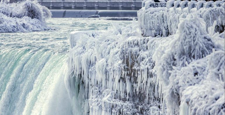 Cataratas del Niágara congelan