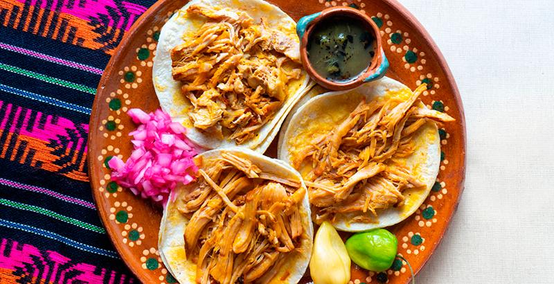 plato de tacos de cochinita pibil