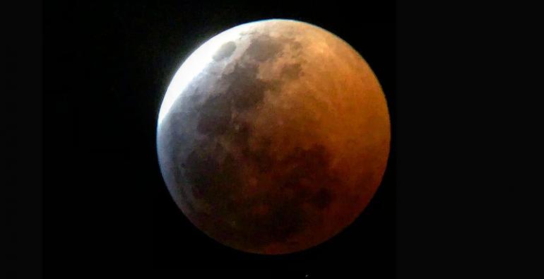 eclipse total de Luna meteorito