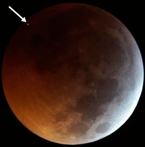 meteorito luna eclipse