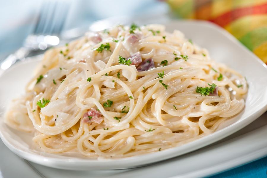 Spaghetti a la carbonara Platillos