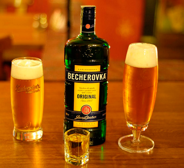 bebidas del mundo Becherovka