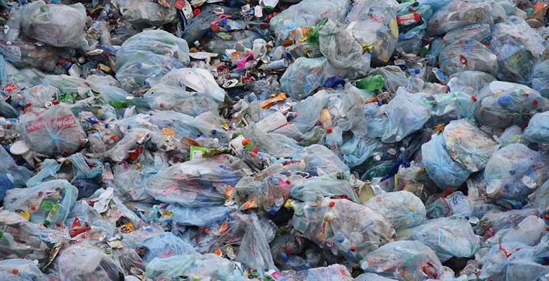 contaminación por plásticos plástico