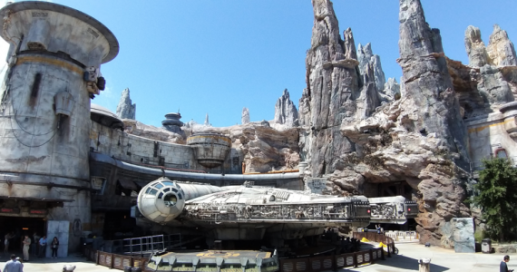 Millennium FalconStar Wars: Galaxy's Edge