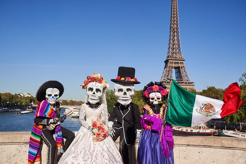 París Tradiciones Mexicanas Desfile Internacional de Día de Muertos