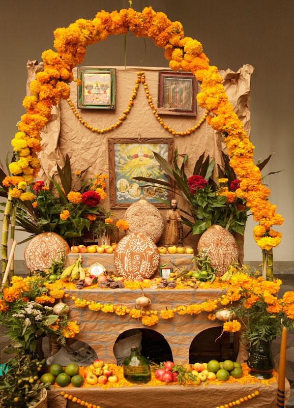 santos ofrenda altar