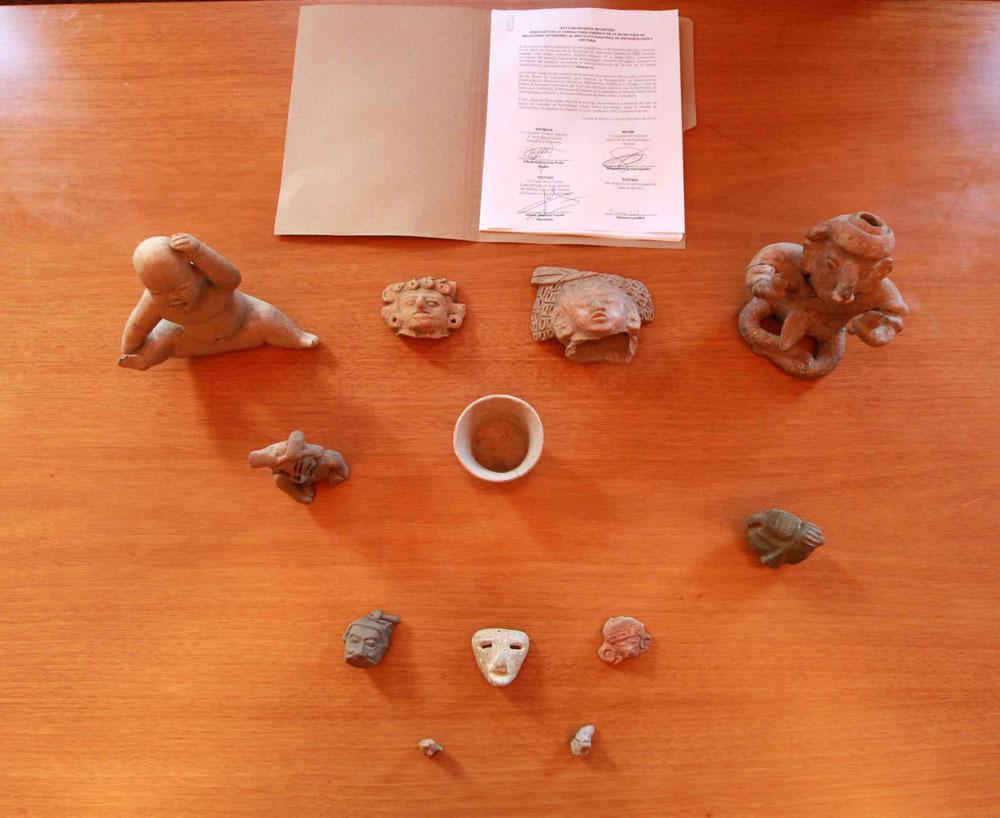 12 piezas arqueológicas.