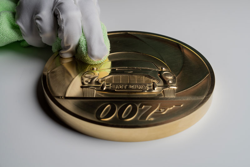 moneda de oro James Bond