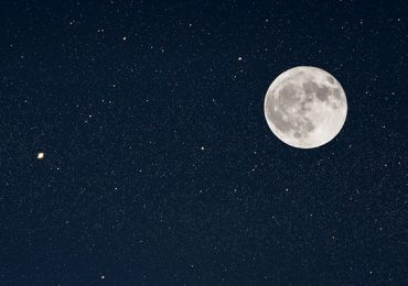Luna llena lluvia de estrellas Eta Acuáridas