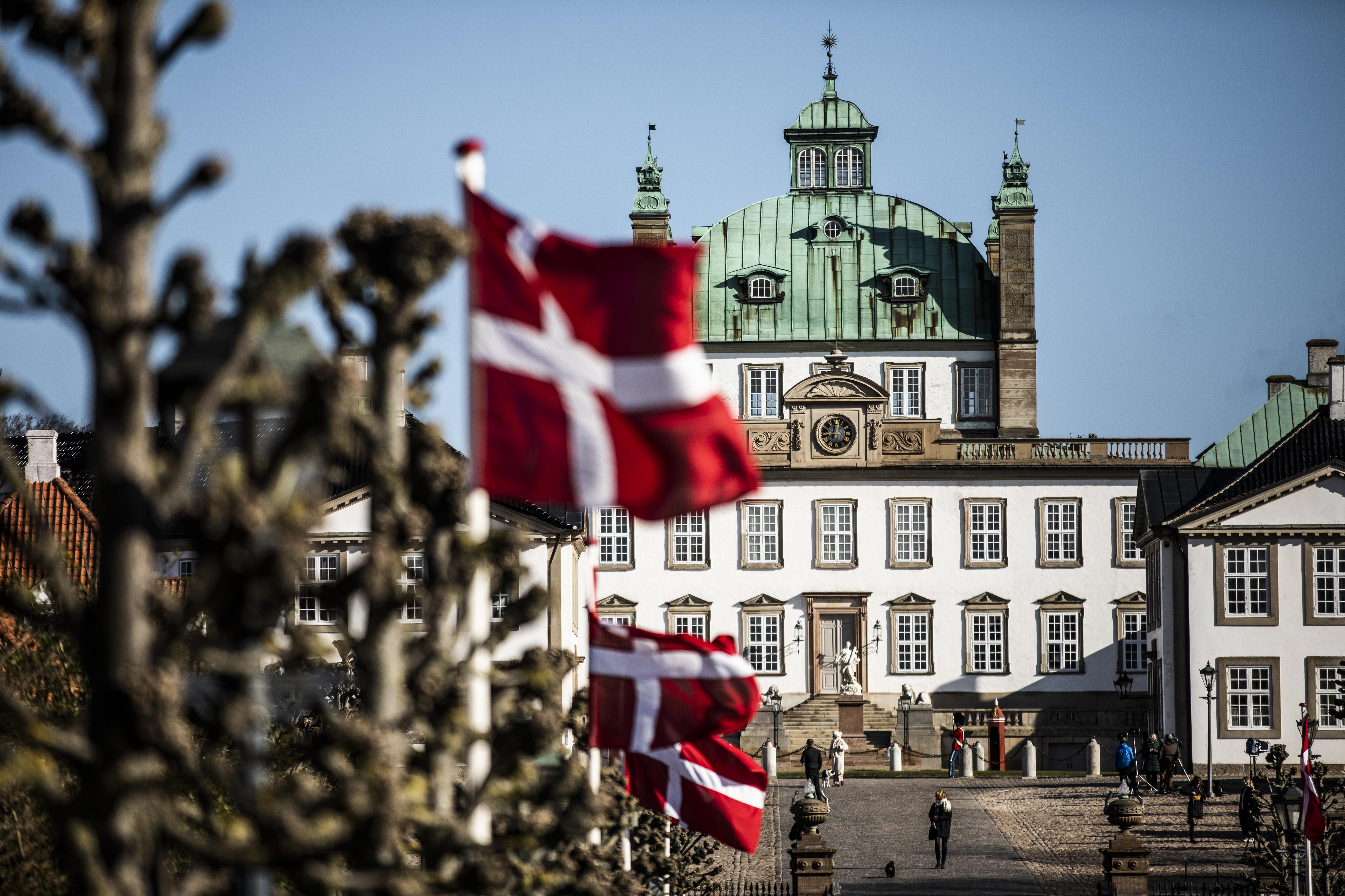 banderas danesas Palacio de Fredensborg Dinamarca