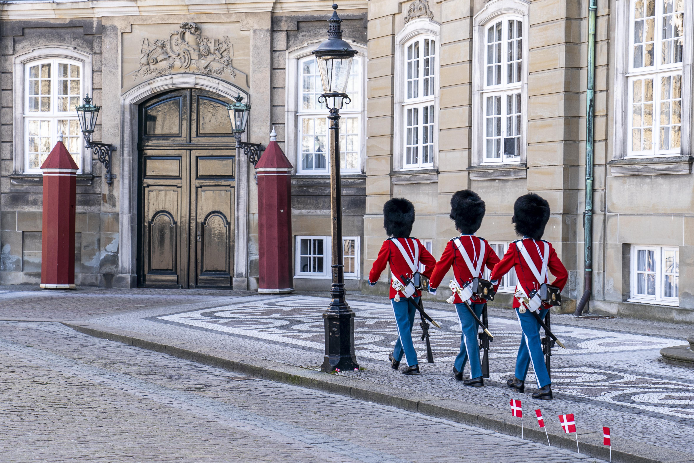 Dinamarca bandera reina soldados Copenhague