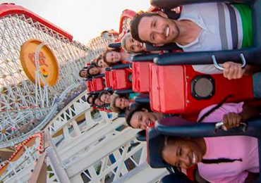 Incredicoaster montaña rusa Disney California Adventure