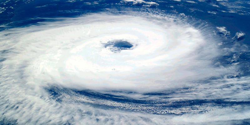 Graban un video desde el interior del imponente huracán Dorian - National  Geographic en Español