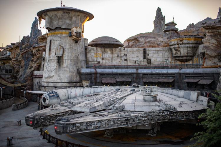 Halcón Milenario Disneyland Millennium Falcon