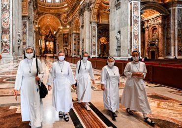 Basílica de San Pedro confinamiento Italia