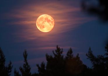 Luna de Fresa plenilunio Luna Llena junio