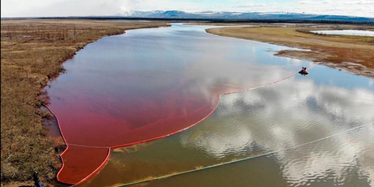 gran derrame de diesel en el río Ambarnaya Ártico Rusia