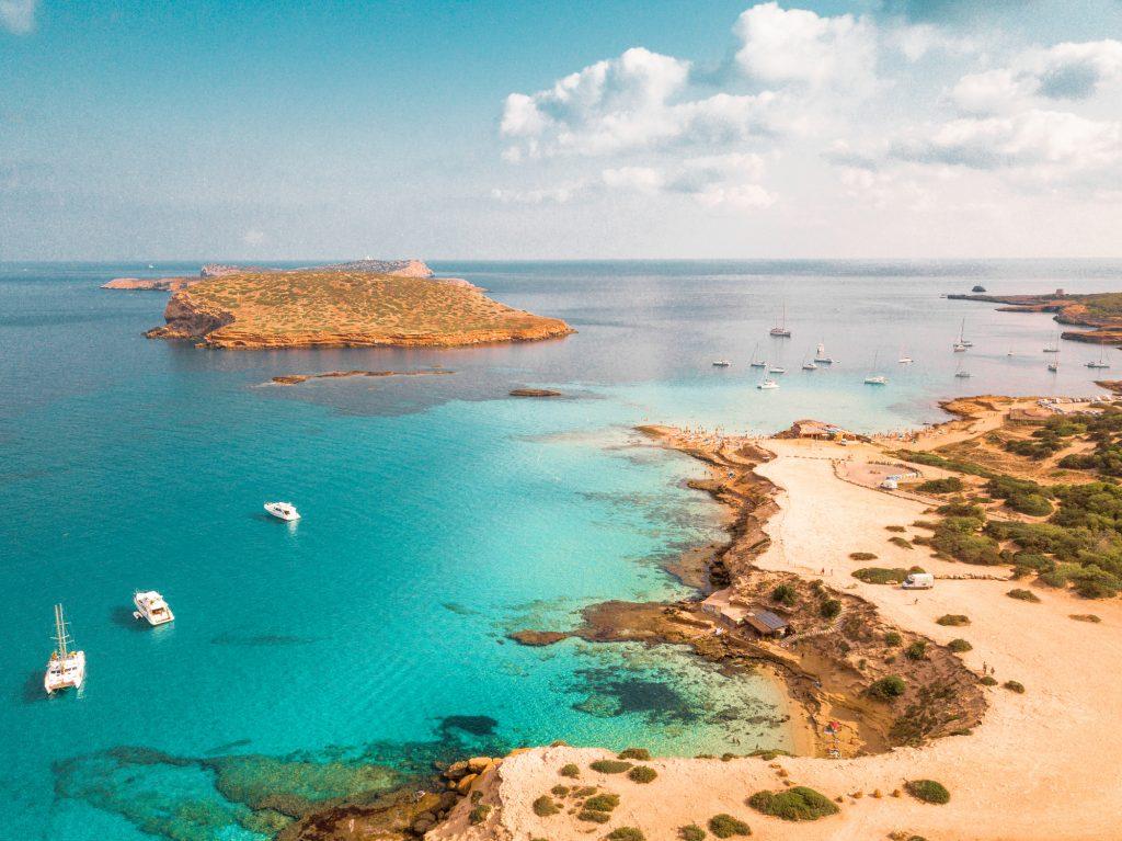 Cuánto cuesta viajar a España y viajar a Ibiza