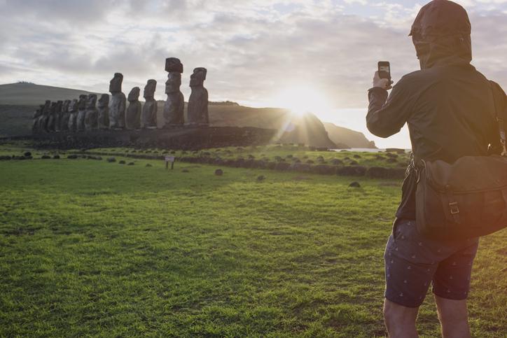 cabezas moai de la isla de pascua